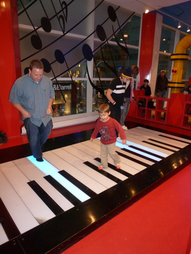 Going To Nyc Visit Fao Schwarz Amp Toys R Us Before They Close Fairfax Family Fun