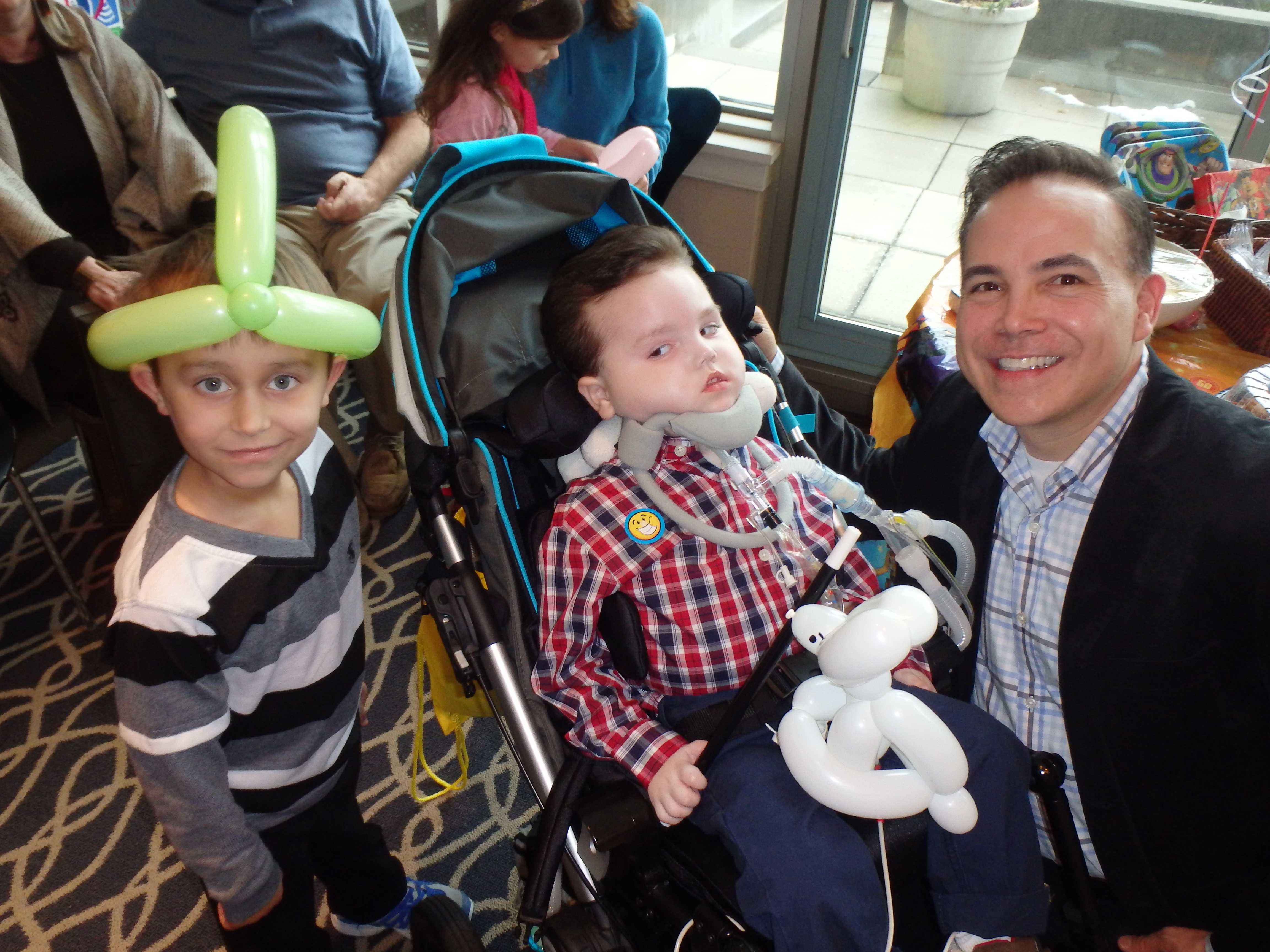 Arturito celebrates his fourth birthday. The child suffers from a rare TK-2 mitochondrial DNA depletion syndrome.