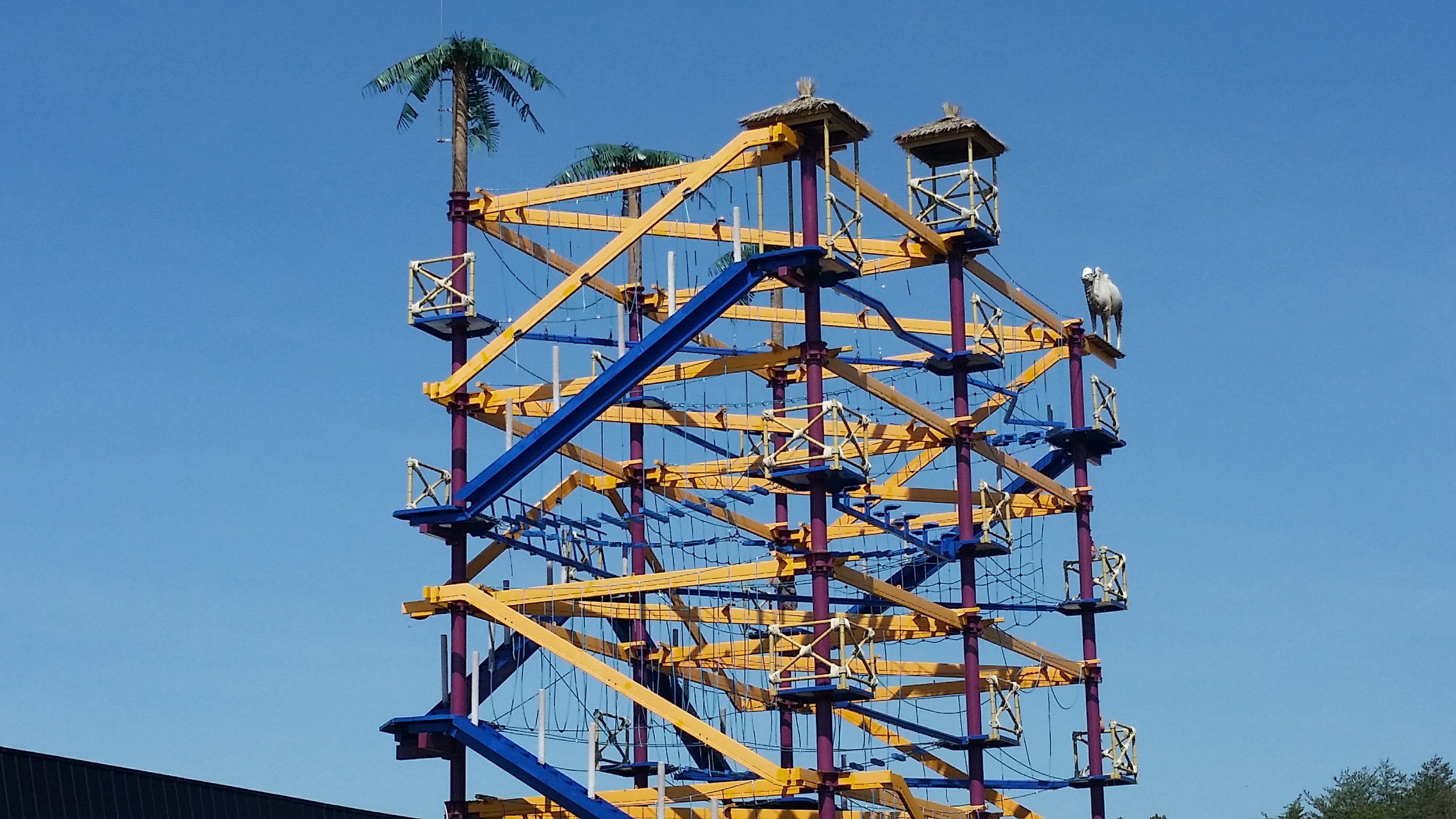 The ropes course at Diggerland USA theme park