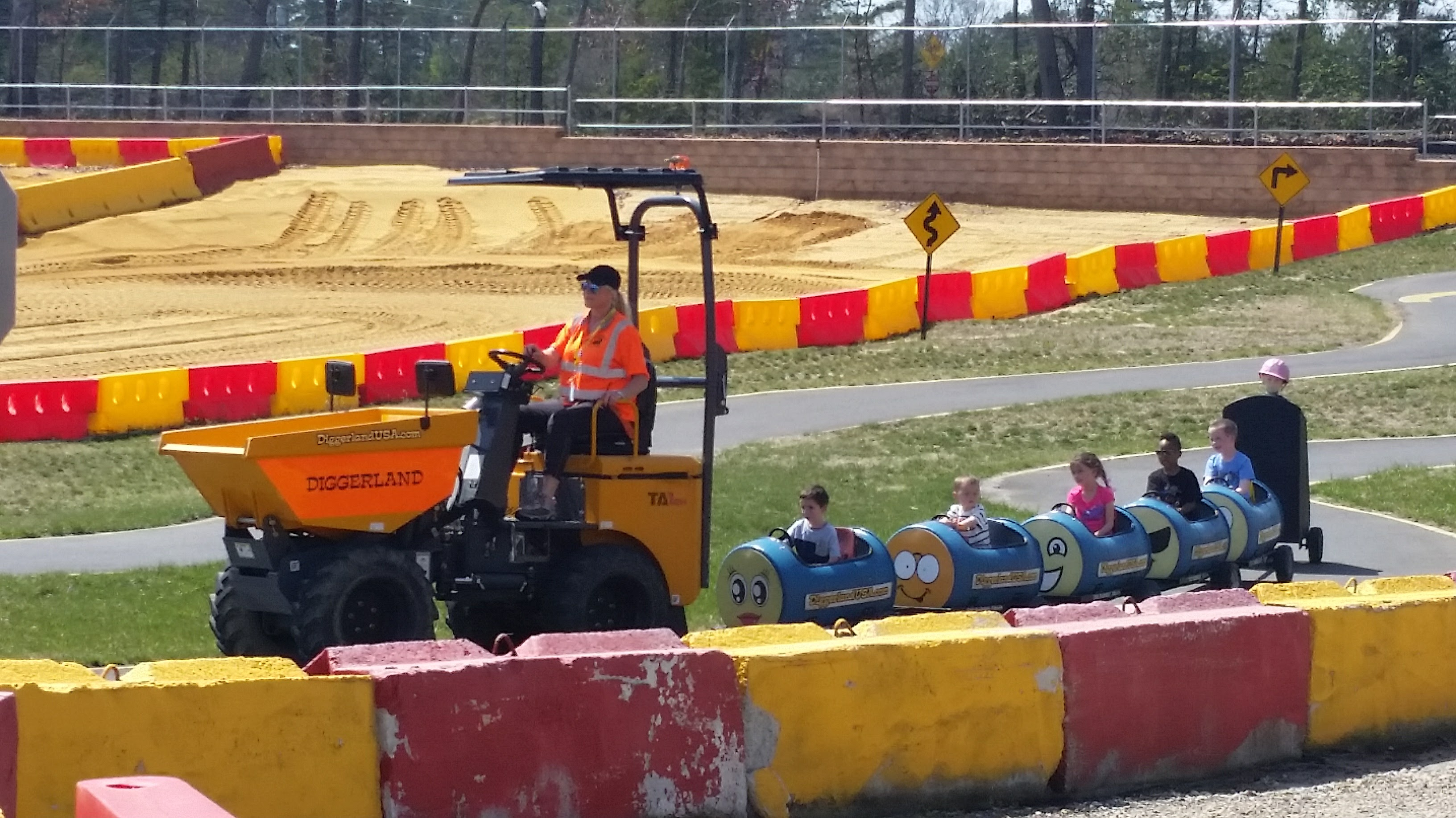 Barrel train at Diggerland USA theme park