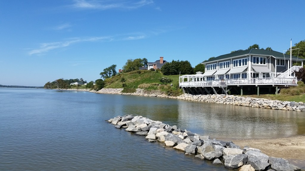 Kingsmill Resort waterfront restaurant
