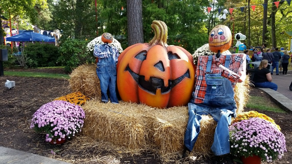 Kings Dominion The Great Pumpkin Fest pumpkin and scarecrow photo station