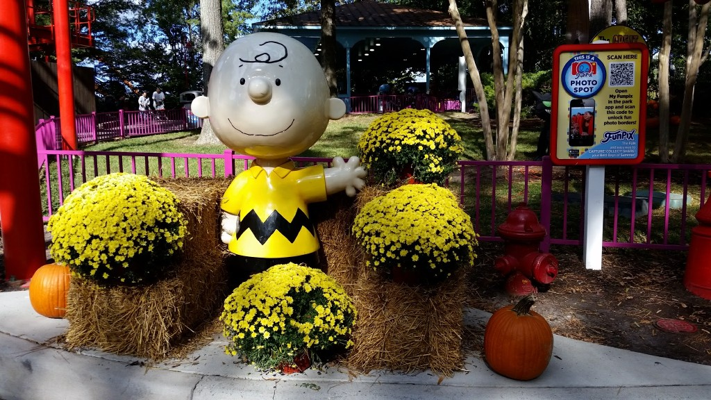 Kings Dominion The Great Pumpkin Fest  Charlie Brown photo opp